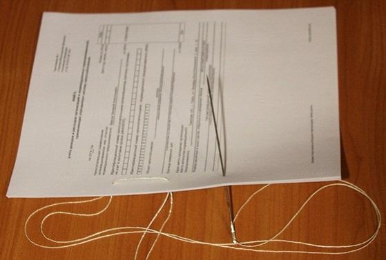 Как правильно сшивать документы нитками для налоговой: Этап №3