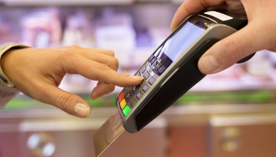 Хорошие новости для владельцев карты «Мир», держатели агрегатов обязаны принимать оплату товаров по этой платежной системе.