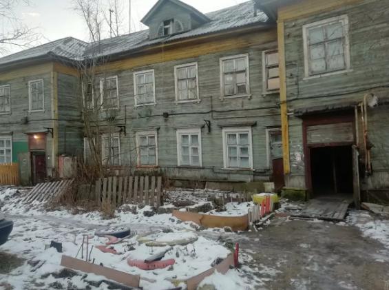 Власти Архангельска понимают, что жить в таких домах невозможно