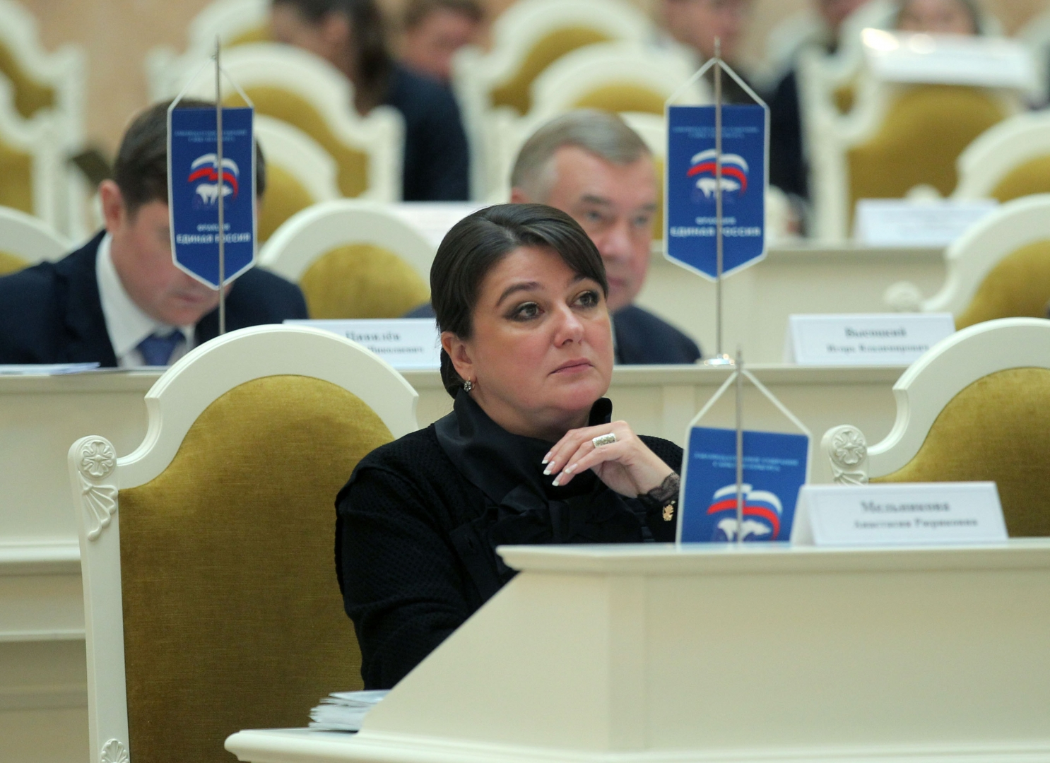 средняя зарплата депутата Анастасии Мельников составляет около 130 тысяч рублей