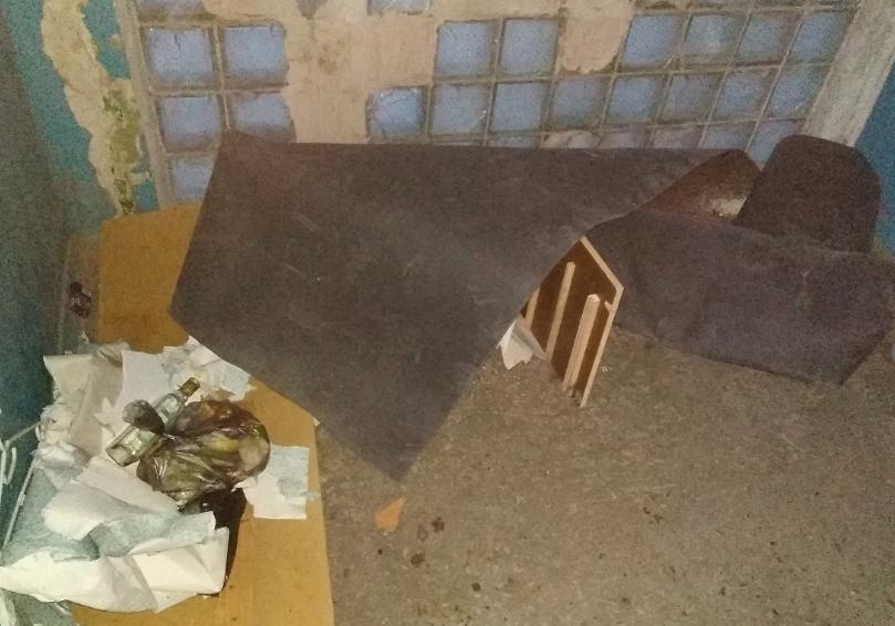Ночью подъезд становится пристанищем для бездомных