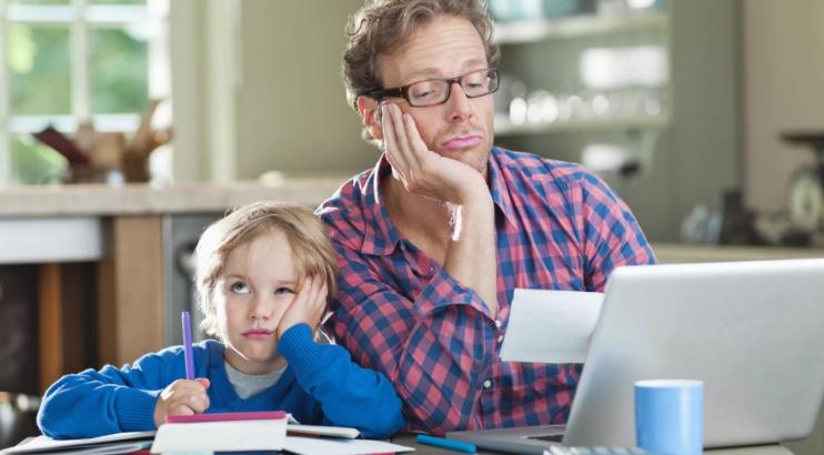 Олег Смолин считает, что на новое пособие смогут претендовать родителей детей, которые находятся на домашнем обучении.