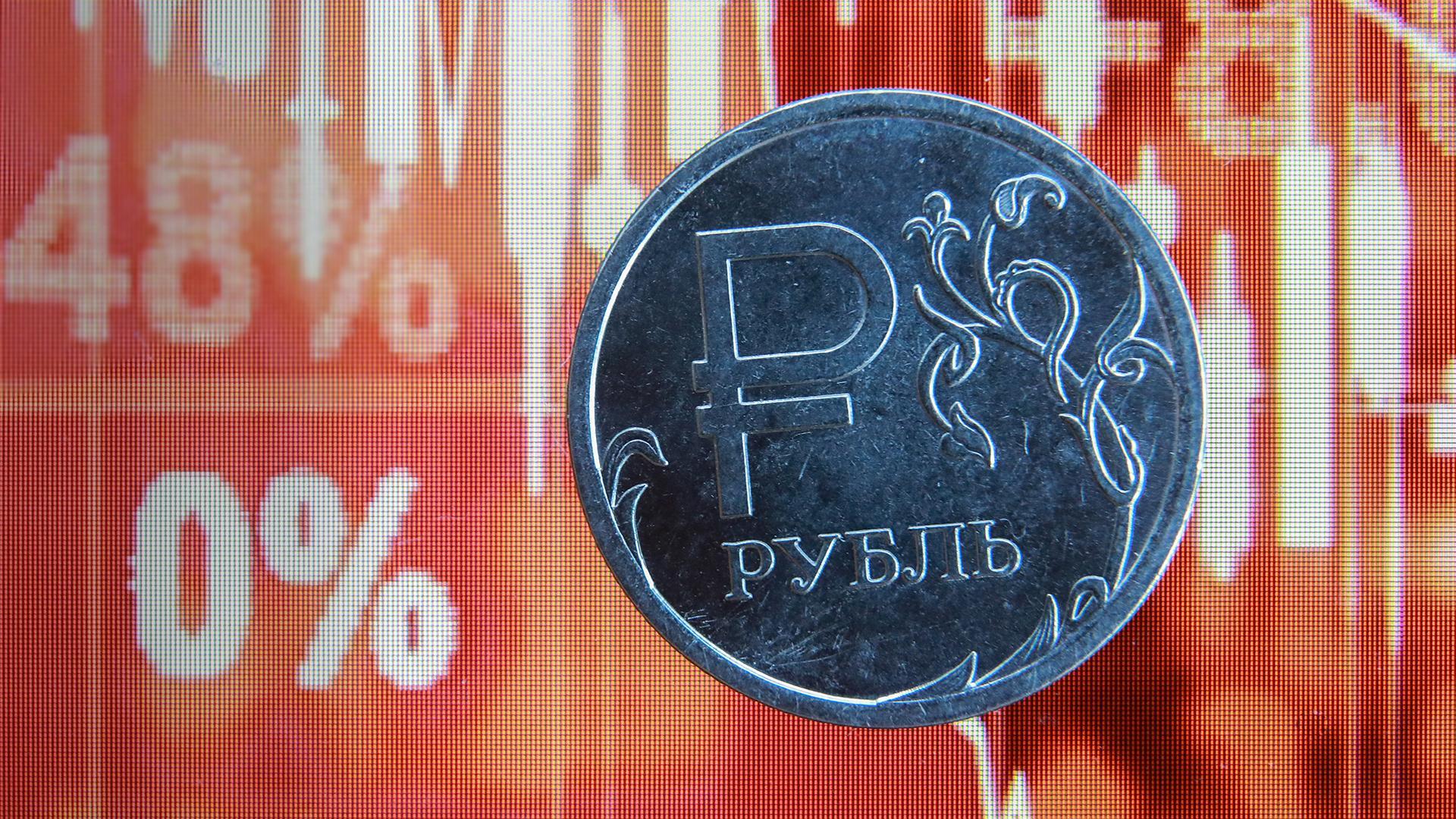 """Какой период будет самым """"опасным"""" для рубля"""
