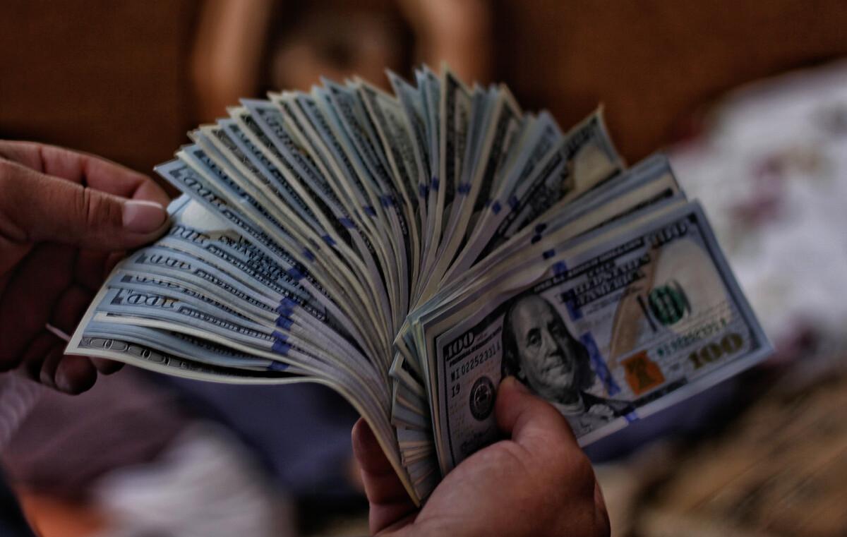 Глава Сбера рассказал об избытке денег в мире