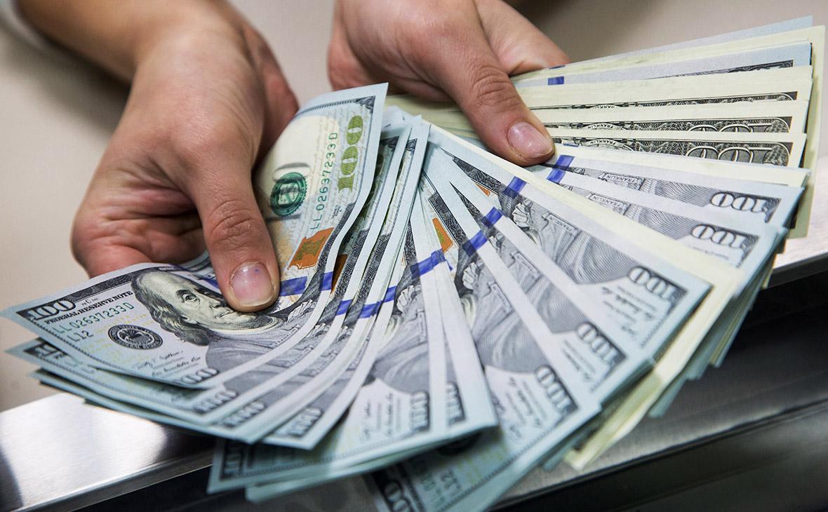 """Что делать россиянам с долларами, после того как их исключили из """"кубышки"""""""