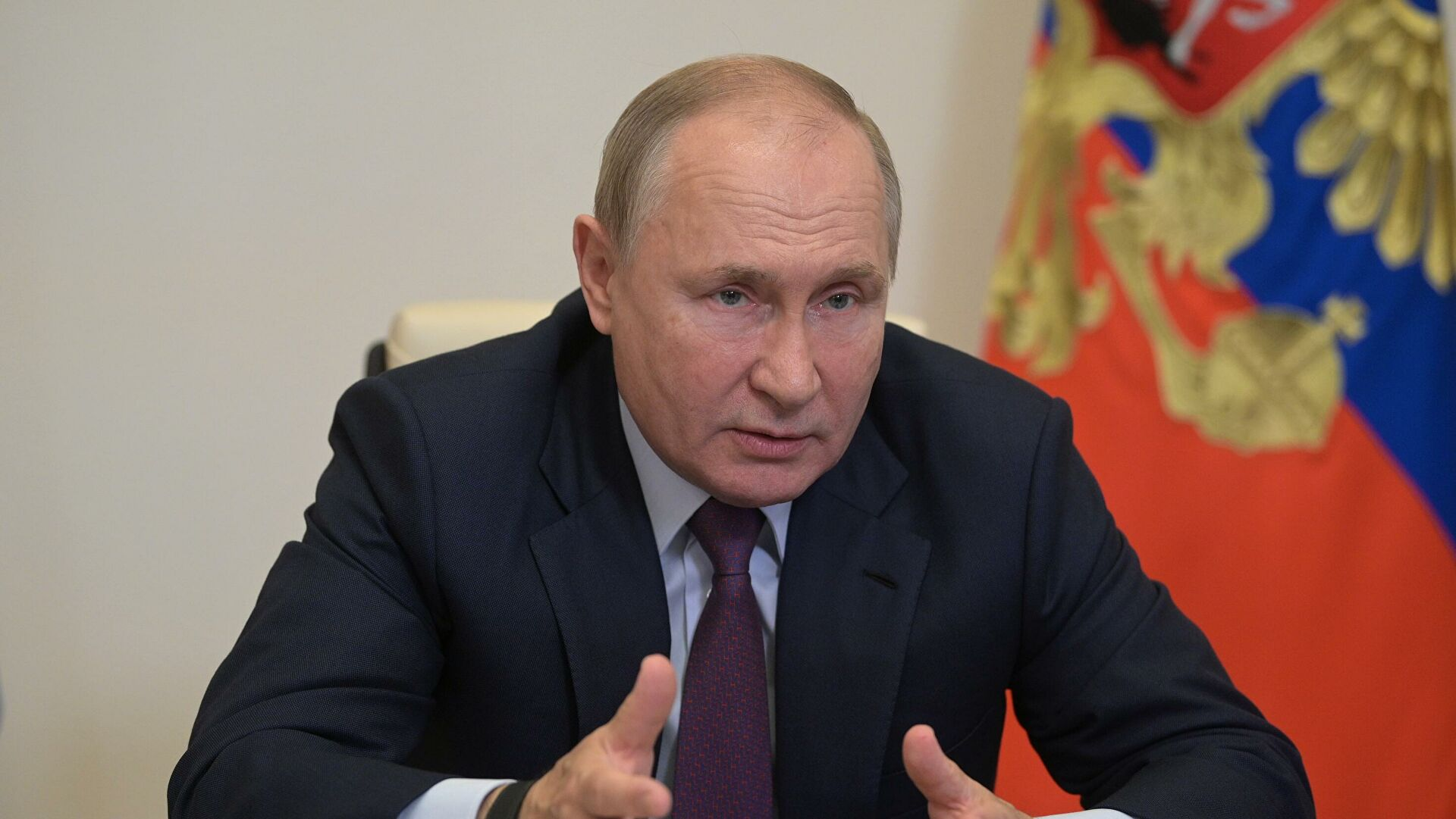 Президент призвал депутатов сформировать систему поддержки россиян