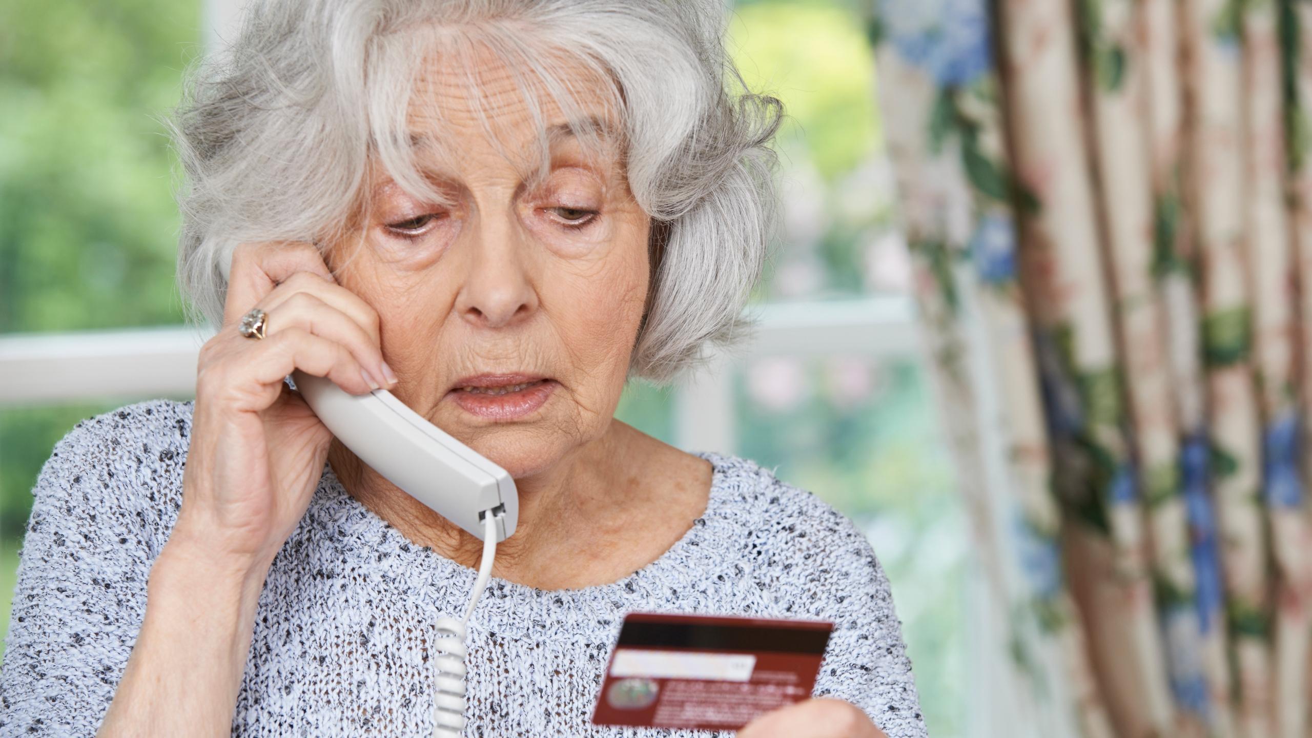 """Средства пенсионеров на банковских картах подвергнут строгому контролю - """"Сотрудник фонда"""""""